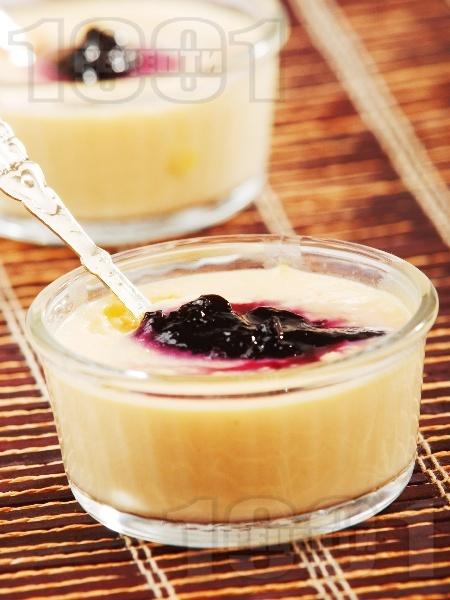 Крем от нишесте с боровинки - снимка на рецептата